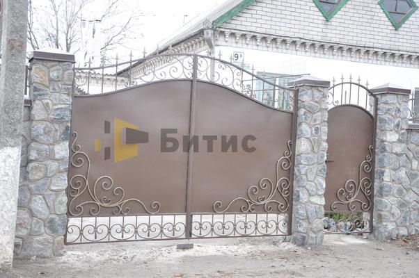 Фото металлических ворот и элементами ковки